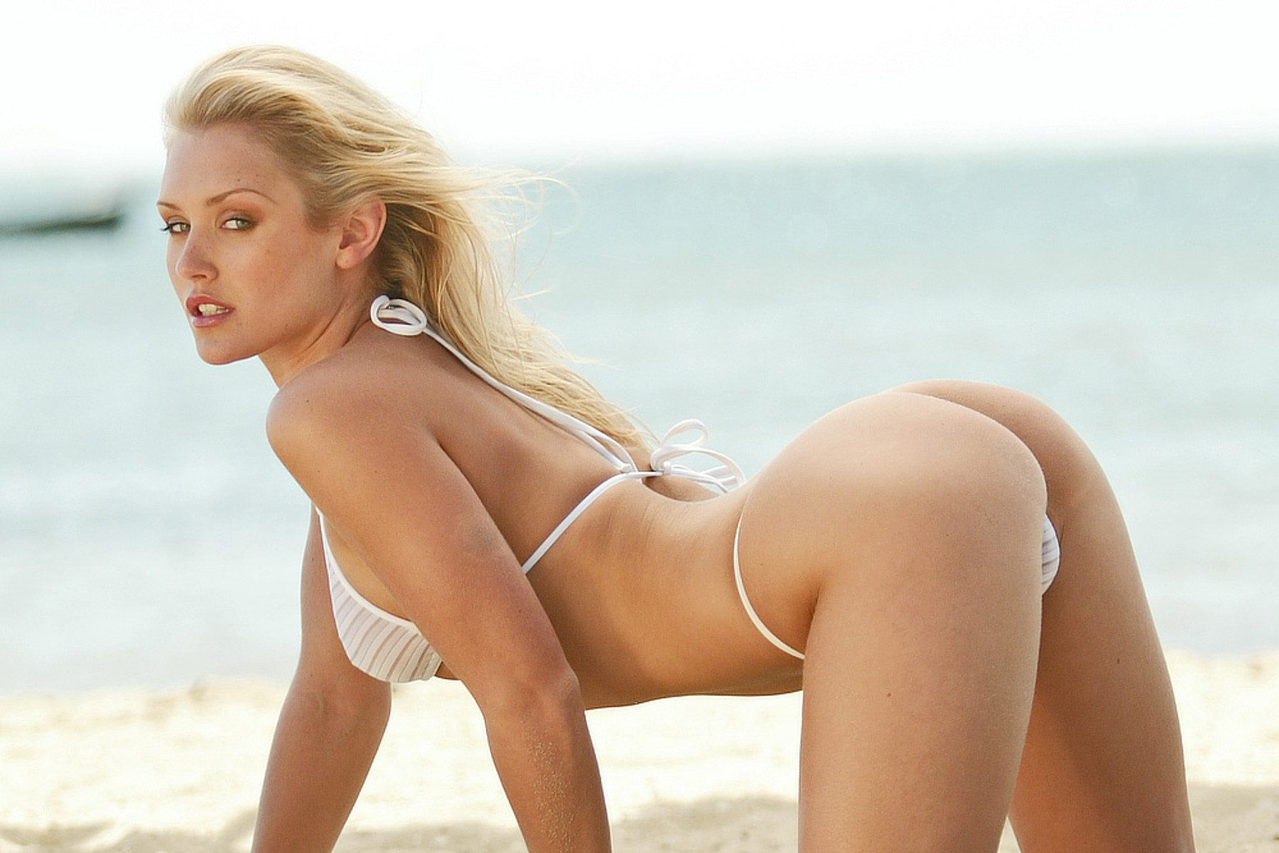 Picture tagged with: Blonde, Nicky Whelan, Ass - Butt, Beach, Bikini, Celebrity - Star