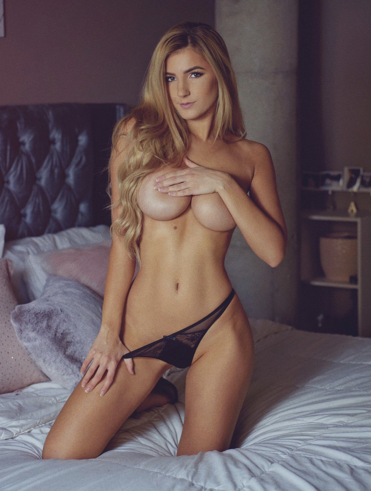 Picture tagged with: Blonde, Polina Aura - Polina Sitnova, Lingerie, Tummy
