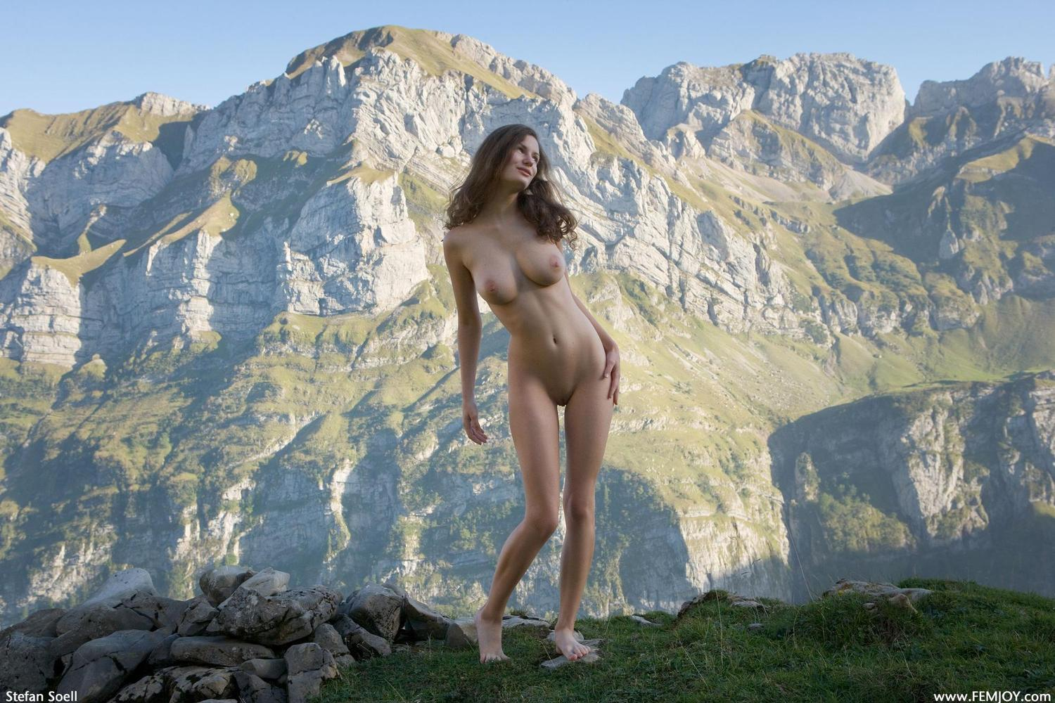 Picture tagged with: Alpengluehen, Busty, Femjoy, Susann