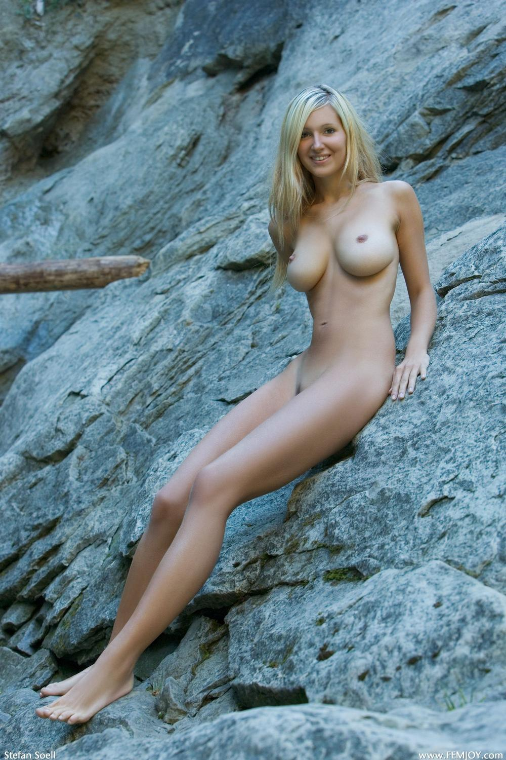 Picture tagged with: Blonde, Busty, Corinna, Divine, Femjoy, Nature