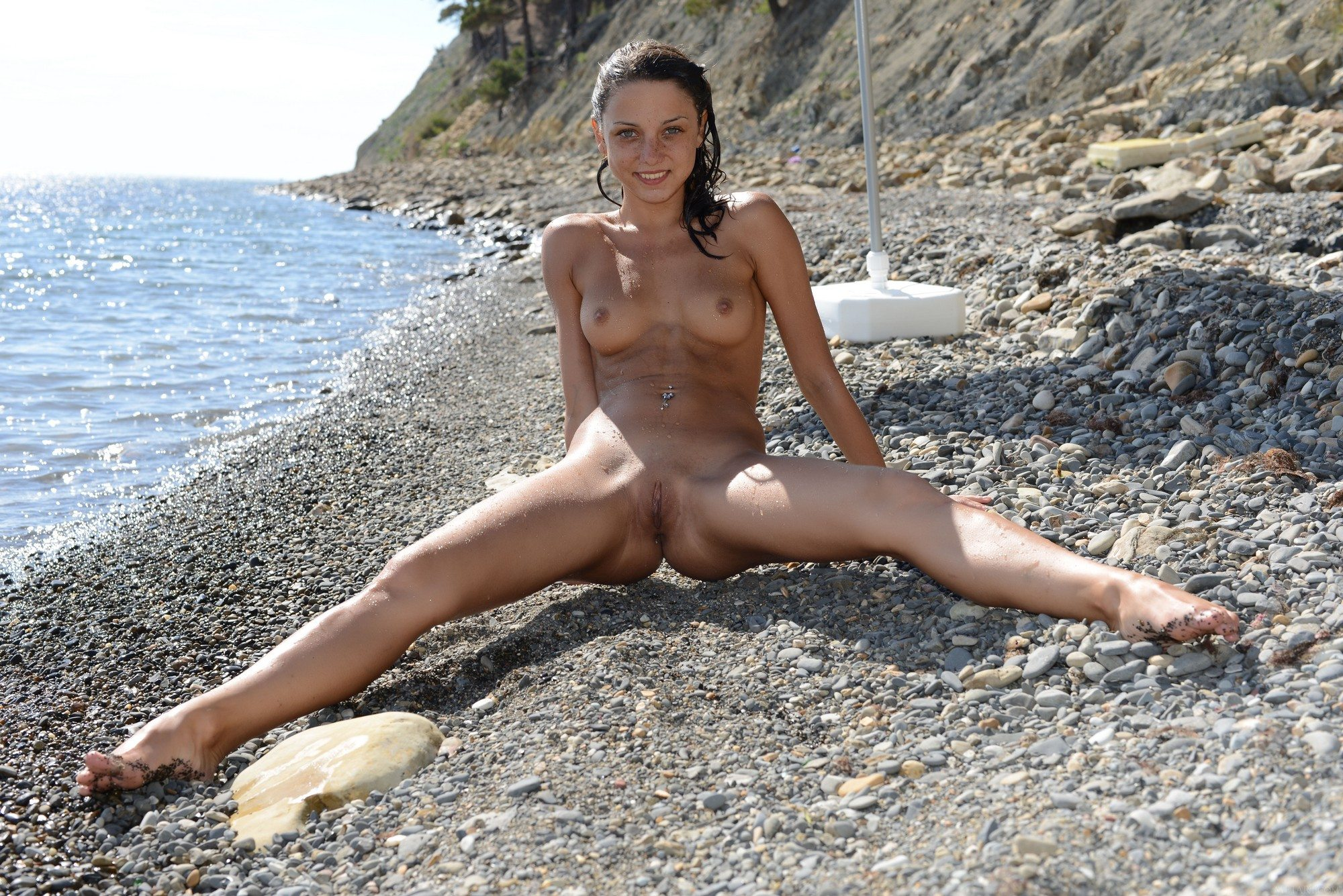 Picture tagged with: MET Art, Brunette, Beach, Foxy Di - Nensi B, Uginta