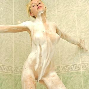Picture tagged with: Blonde, Bath