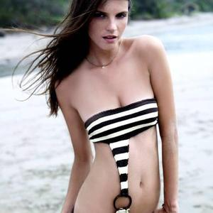 Picture tagged with: Brunette, Beach, Bikini, Celebrity - Star, Jeísa Chiminazzo, Tummy