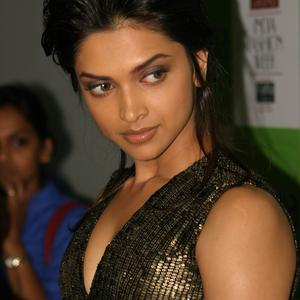 Picture tagged with: Brunette, Celebrity - Star, Deepika Padukone, Face, Safe for work