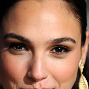 Picture tagged with: Brunette, Celebrity - Star, Face, Gal Gadot, Safe for work