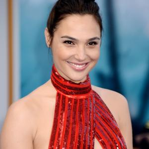 Picture tagged with: Brunette, Celebrity - Star, Gal Gadot, Safe for work, Smiling