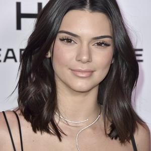 Picture tagged with: Brunette, Celebrity - Star, Kendall Jenner, Safe for work