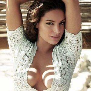 Picture tagged with: Brunette, Kelly Brook