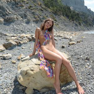 Picture tagged with: MET Art, Brunette, Foxy Di - Nensi B, Nature, Nyuso