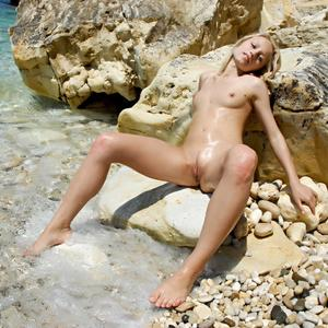 Picture tagged with: MET Art, Skinny, Blonde, Gerra A, Pussy, Small Tits, Tummy