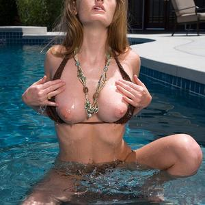 Picture tagged with: Redhead, Boobs, Faye Reagan, Pool