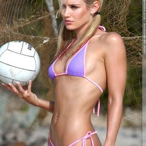 Picture tagged with: Skinny, Blonde, Nicky Whelan, Piercing, Sport, Tummy
