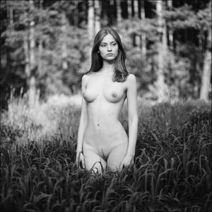 Picture tagged with: Skinny, Brunette, Black and White, Nature