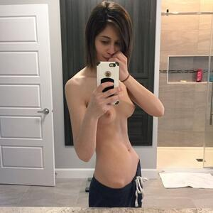 Picture tagged with: Skinny, Brunette, Camgirl, Chaturbate, Chloe Lewis - newchloe18, Selfie, nood.tv