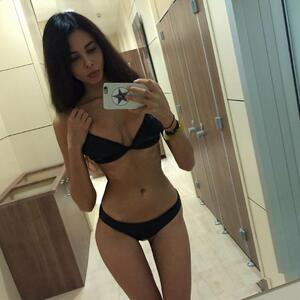 Picture tagged with: Skinny, Brunette, Lingerie, Selfie