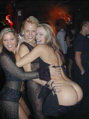 Picture tagged with: Blonde, 3 girls, Ass - Butt