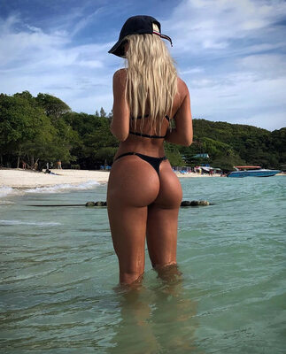 Picture tagged with: Blonde, Ass - Butt, Beach, Kate Kirienko