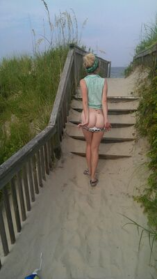 Picture tagged with: Blonde, Ass - Butt, Beach