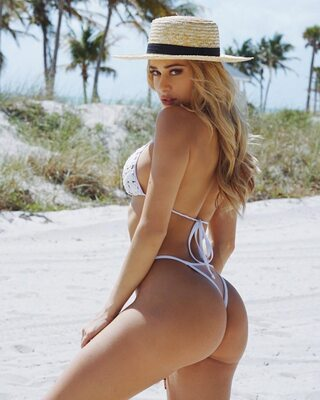 Picture tagged with: Blonde, Cindy Prado, Ass - Butt, Bikini