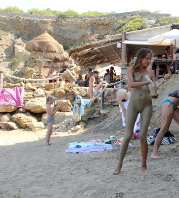 Picture tagged with: Blonde, Katya Clover - Mango A, Muddy at the beach, Beach
