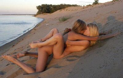 Picture tagged with: Blonde, Beach, Lesbian