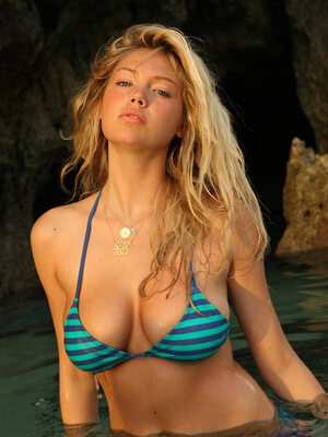Picture tagged with: Blonde, Bikini, Kate Upton