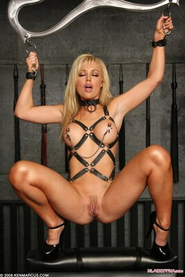 Picture tagged with: Blonde, Bondage