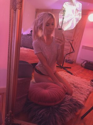 Picture tagged with: Blonde, Camgirl, Chaturbate, Jana Volkova, Selfie