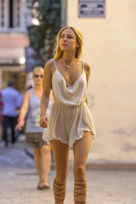 Picture tagged with: Blonde, Celebrity - Star, Kimberley Garner