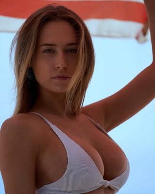 Picture tagged with: Blonde, Elsie Hewitt, Bikini, Boobs