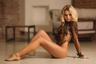 Picture tagged with: Blonde, Lingerie