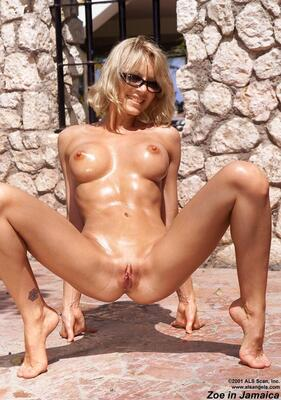 Picture tagged with: Blonde, Oiled