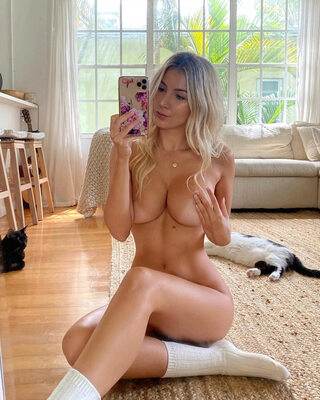 Picture tagged with: Blonde, Polina Aura - Polina Sitnova, Selfie