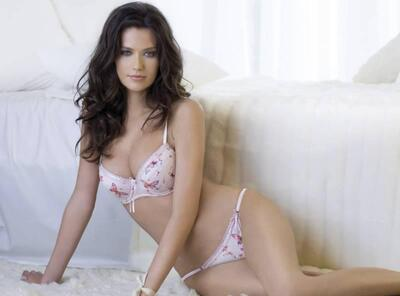 Picture tagged with: Brunette, Anna Draganska, Lingerie