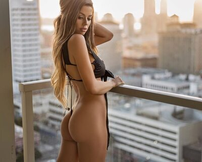 Picture tagged with: Brunette, Juli Annee, Ass - Butt