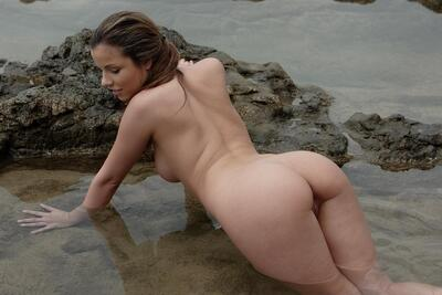 Picture tagged with: Brunette, Ass - Butt, Nature
