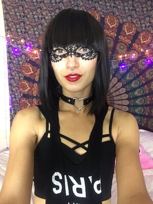 Picture tagged with: Bambii Bonsai, Brunette, Camgirl, Chaturbate, nood.tv