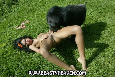Picture tagged with: Brunette, Beast, Pussy