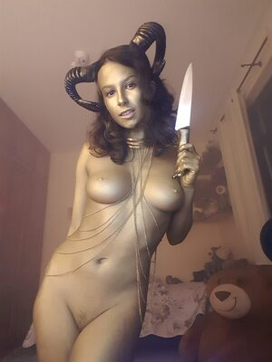 Picture tagged with: Brunette, Camgirl, GweenBlack, nood.tv, Body painting