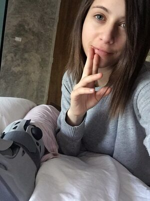 Picture tagged with: Brunette, Camgirl, Chaturbate, Chloe Lewis - newchloe18, nood.tv, Selfie