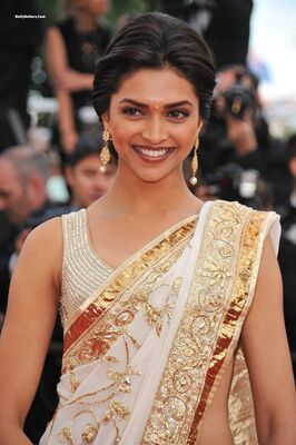 Picture tagged with: Brunette, Deepika Padukone, Celebrity - Star, Safe for work, Smiling