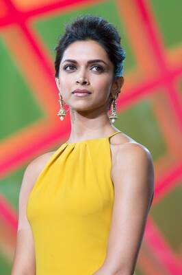 Picture tagged with: Brunette, Deepika Padukone, Celebrity - Star, Safe for work