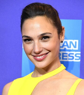 Picture tagged with: Brunette, Gal Gadot, Celebrity - Star, Face, Safe for work, Smiling