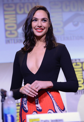 Picture tagged with: Brunette, Gal Gadot, Celebrity - Star, Safe for work