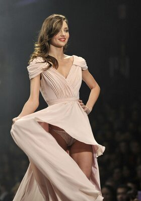 Picture tagged with: Brunette, Miranda Kerr, Celebrity - Star