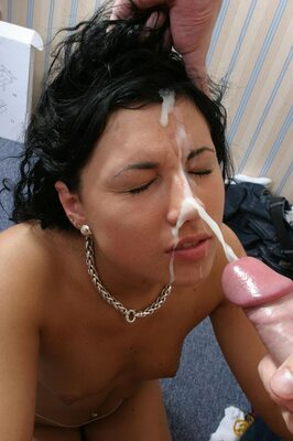 Picture tagged with: Brunette, Cumshot, Facial