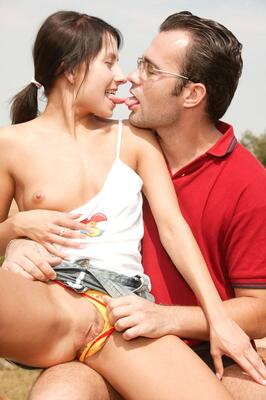 Picture tagged with: Brunette, Kissing