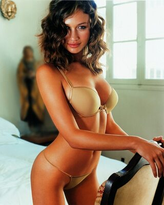 Picture tagged with: Brunette, Olga Kurylenko, Lingerie
