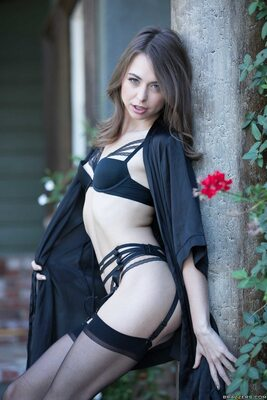 Picture tagged with: Brunette, Lingerie, Riley Reid