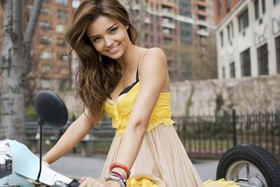 Picture tagged with: Brunette, Miranda Kerr, Smiling
